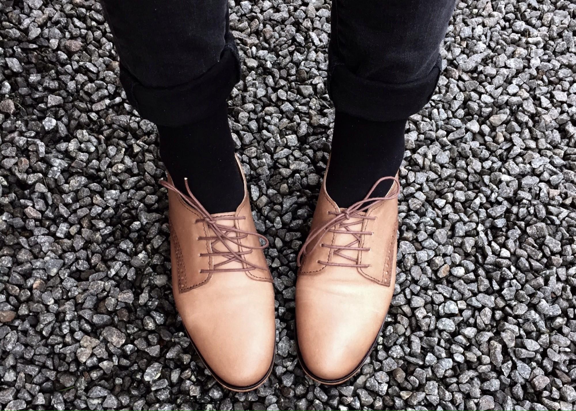 Shoe pose